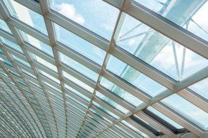 Luz-natural-ventana-centro-comercial